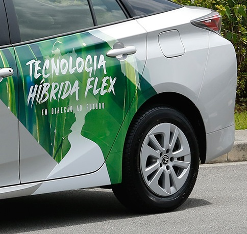 Toyota Prius Flexfuel vehicle (FFV) : vehículo híbrido y flexible de combustible